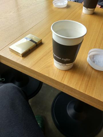 이제 따뜻한 커피가 어울리는 계절이 왔네요~^^ 따뜻한 커피한잔 어떠세요?