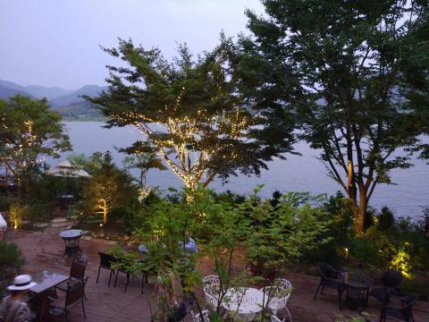 분위기 좋은 카페... 앉아서 강을 비라보면 마음이 편해지는곳
