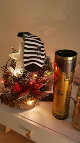 이제 얼마 남지 읺았죠??? 즐거운 성탄절을 기다려 봅니다... 산타할아버지가 양말에 돈다발을 넣어주면 행복 할거 같네요 ㅎㅎ